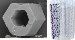 Foto del cristal y la estructura creada en el laboratorio del CSIC